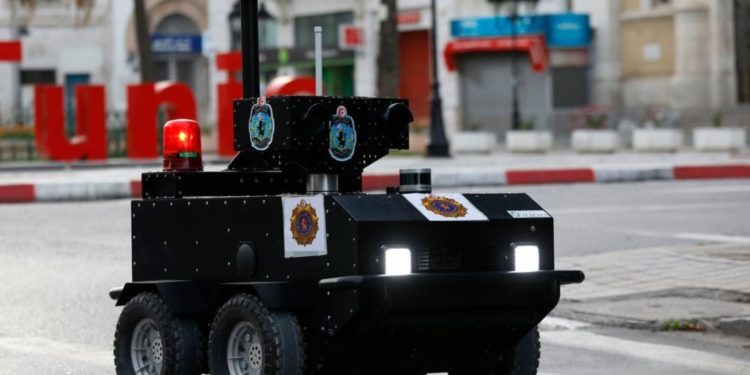 La startup tunisienne Enova Robotics livre un robot de sécurité de pointe en France